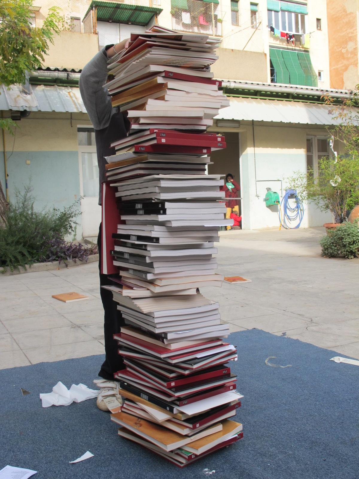 Un caramull de llibres tan alt com jo